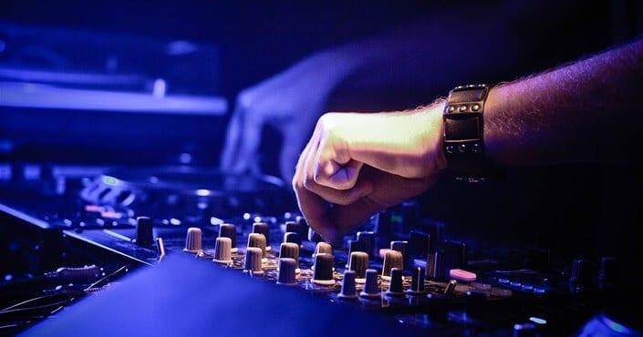 Best Headphones for DJing - Facebook Featured image