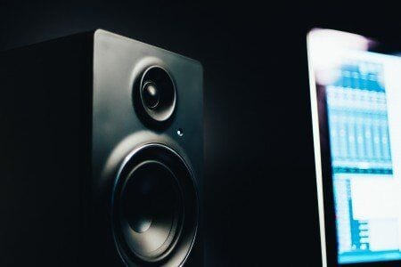 best bookshelf speakers under $200 - featured image